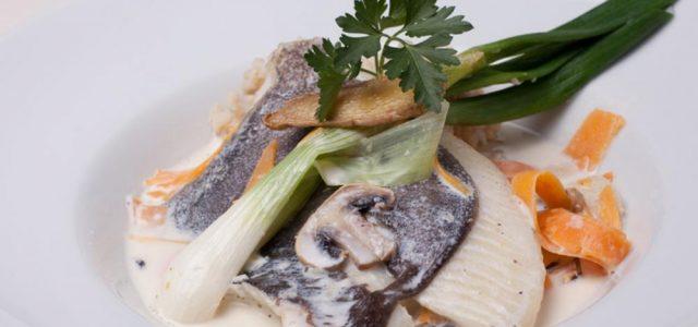 Filet de gall amb nage de verdura fresca