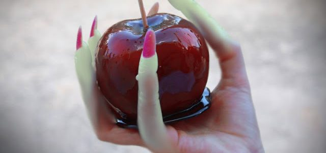 Manzanas de Halloween recubiertas de caramelo