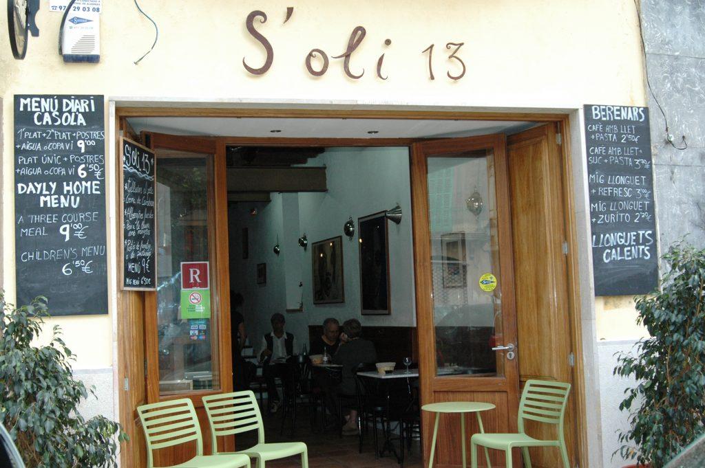 Hi trobareu les portes obertes. Restaurant s'Oli 13. Palma