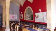 Arcades belles decoren aquest restaurant de Porreres