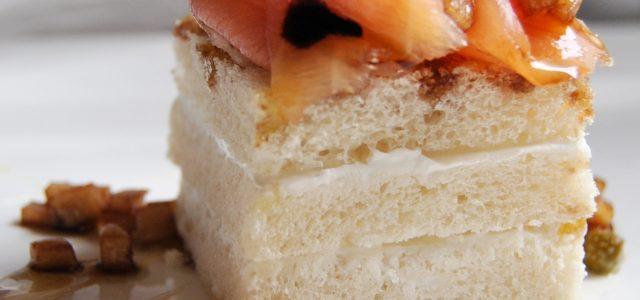 Mossegada de salmó i crema de formatge amb vinagreta de poma i mel