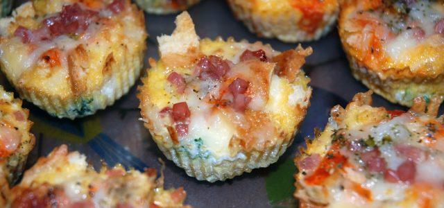 Mini muffins de pernil salat