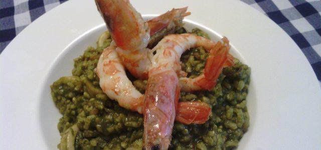Arròs verd melós amb gambes i calamars